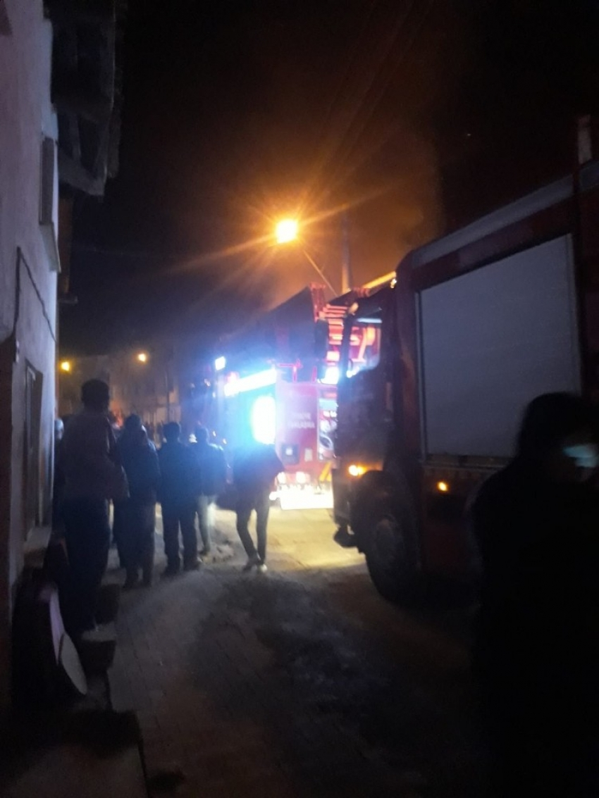 Bursa'da iki katlı ev alevlere teslim oldu