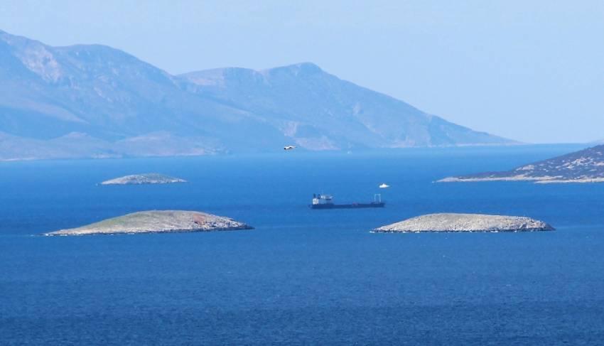 Yunan askerleri Kardak kayalıklarına yaklaşamıyor