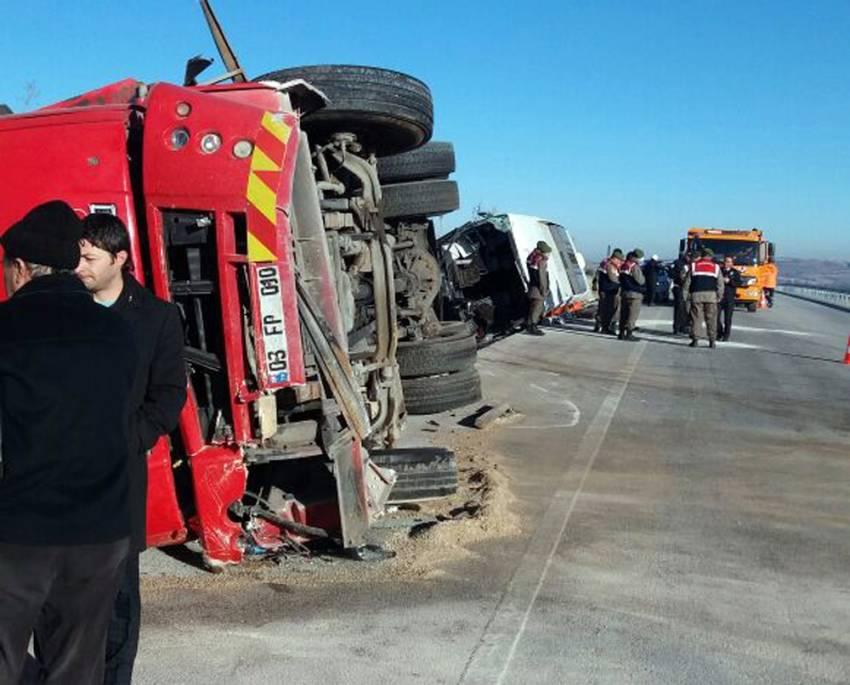 Kaza sonrası can pazarı: 2'si ağır 35 kişi yaralı