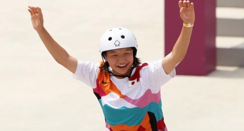 13'lük Momiji Nishia Japonya'ya rekor getirdi.