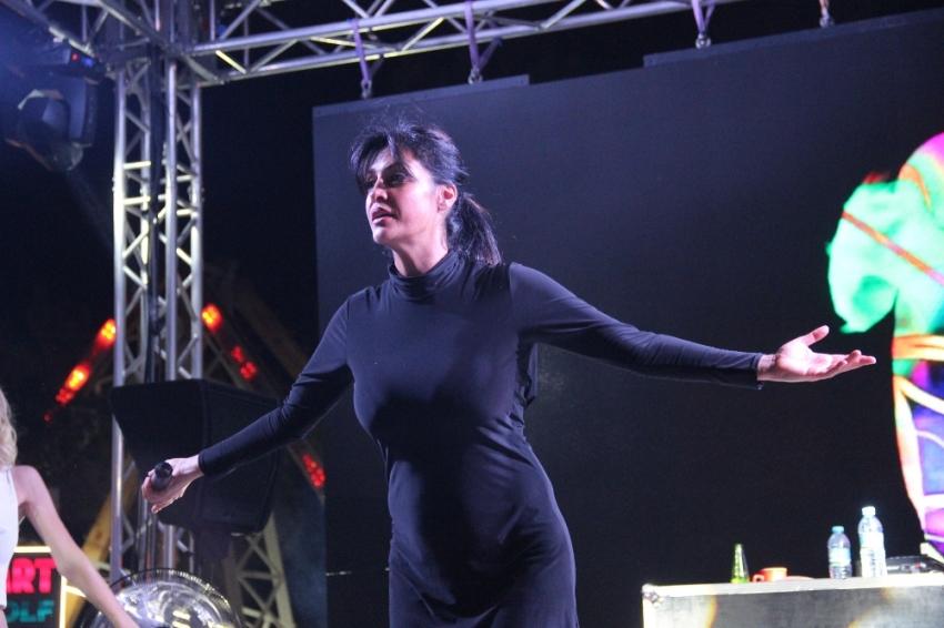 Tuğba Ekinci Karaman'da sahne aldı