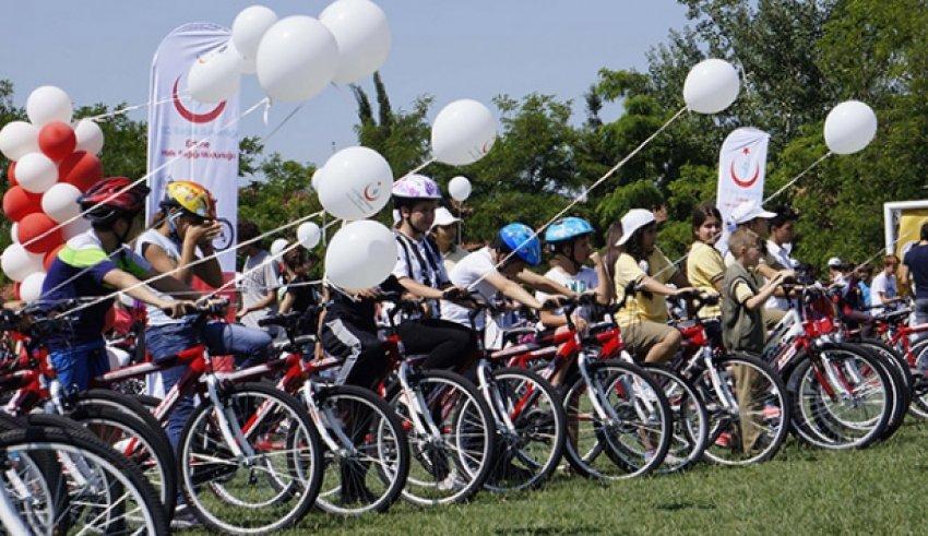 Öğrencilere 600 bisiklet dağıtıldı
