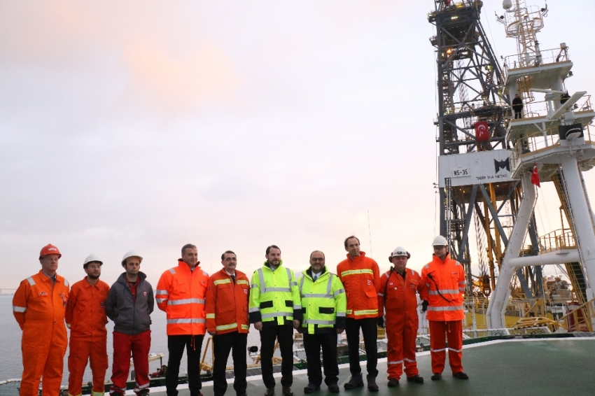 Türkiye'nin ilk sondaj gemisini ziyaret etti
