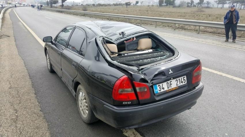 Kopan pervane otomobili parçaladı