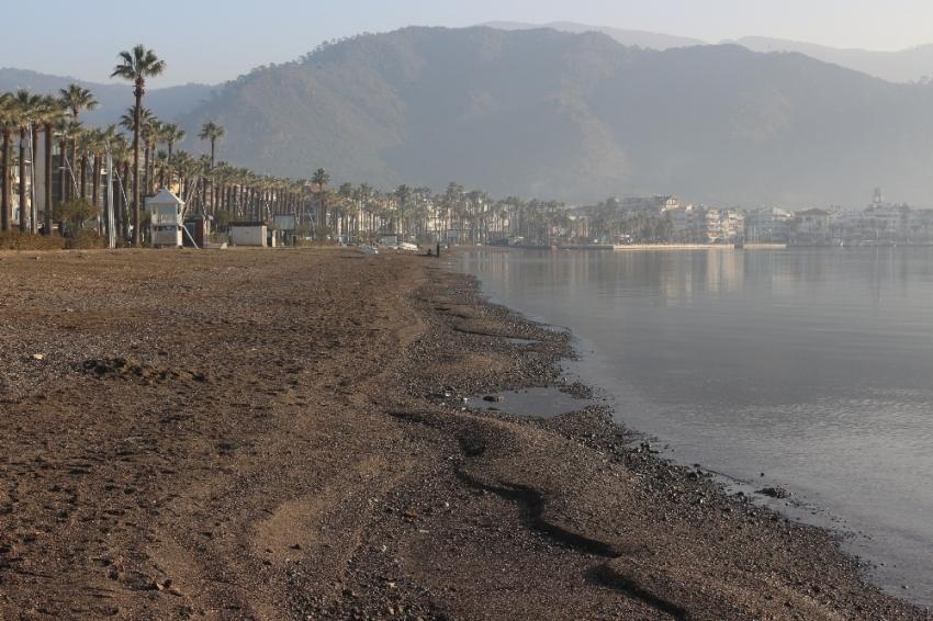 Marmaris'te deniz çekilmesi endişeye neden oldu