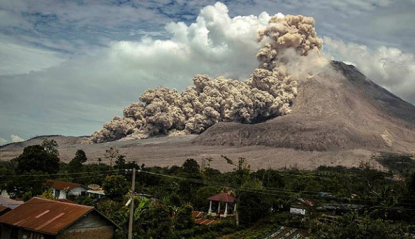 Sinabung yanardağında hareketlilik