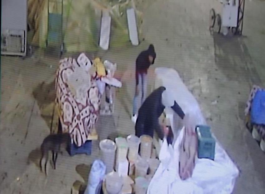 Pazarda sebze meyve çalan hırsızlar