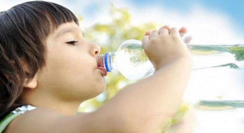 Çocuklar yaz aylarında ne kadar su içmeli?