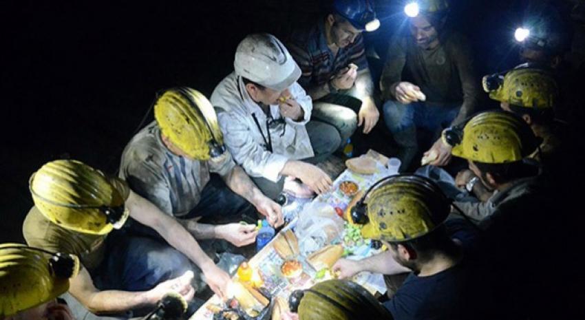 İşçiler sahurunu maden ocağında yaptı