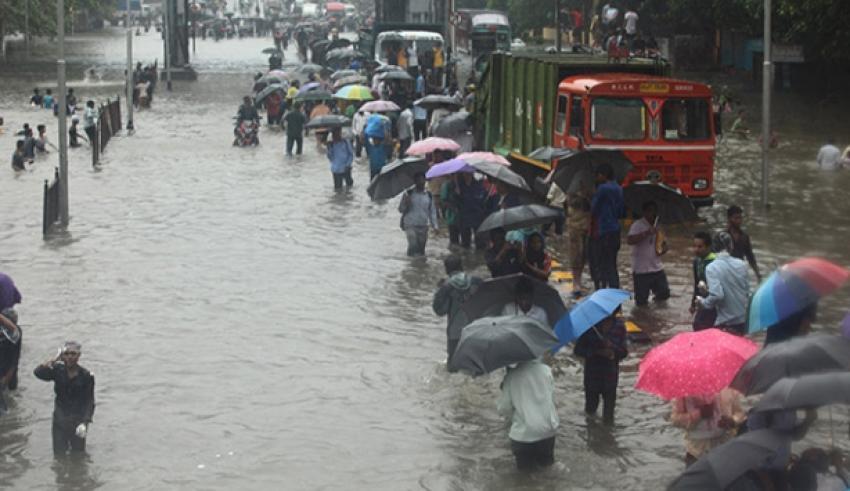 Muson yağmurları 81 can aldı