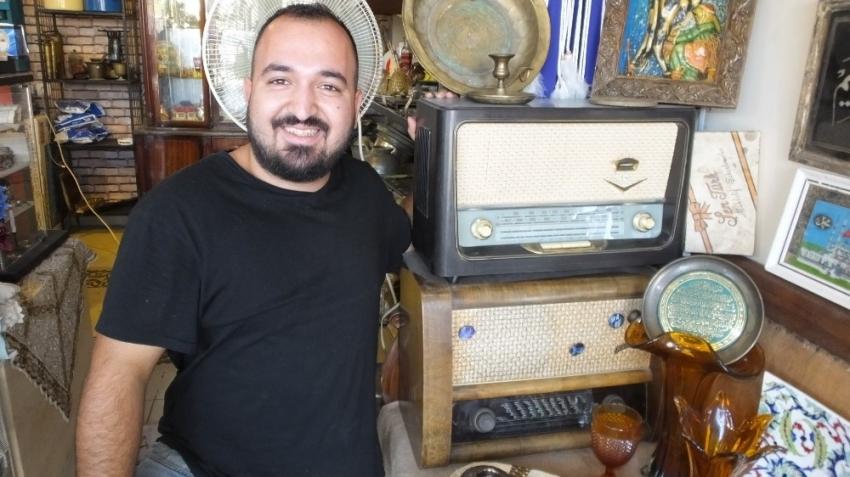 Burhaniye'de tarihi radyolar ilgi gördü
