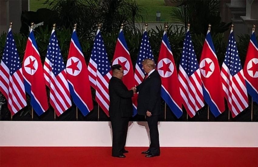 Trump ve Kim buluştu