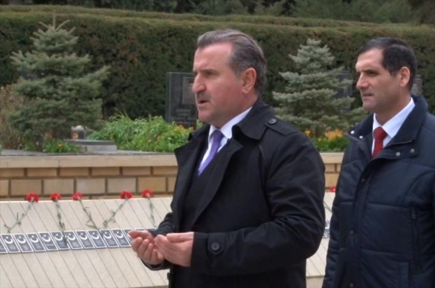 Bakan Bak, Azerbaycan ve Türk Şehitliği'ni ziyaret etti