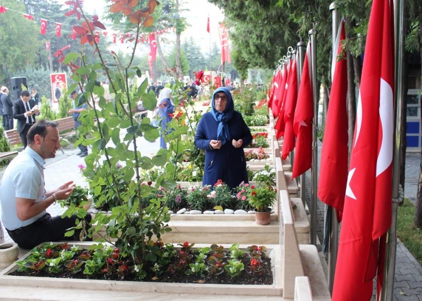15 Temmuz şehitleri Karşıyaka Mezarlığı'nda anıldı
