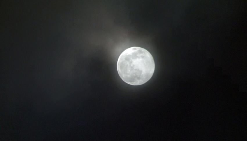 Süper Ay kartpostallık görüntüler oluşturdu
