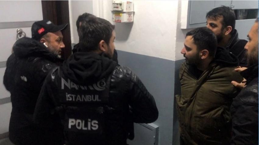 'Kapıyı açma, polis' diye bağırdı!