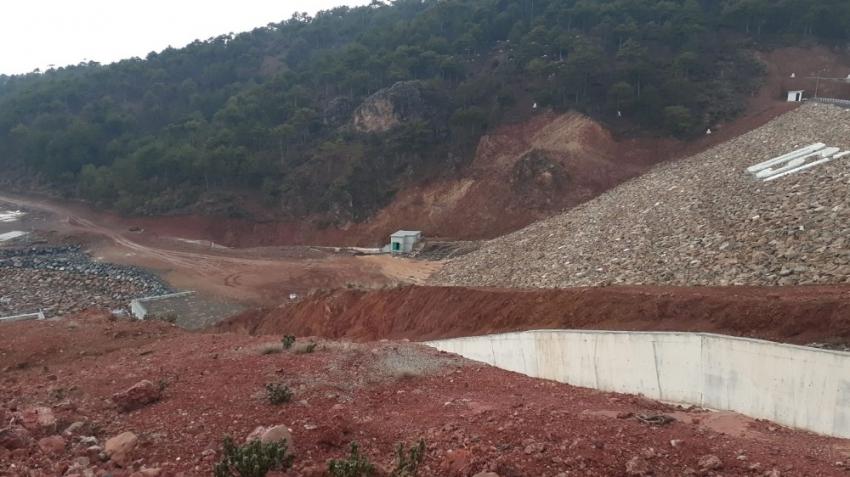 Baraj çatladı, 2 köyde evler boşaltılacak