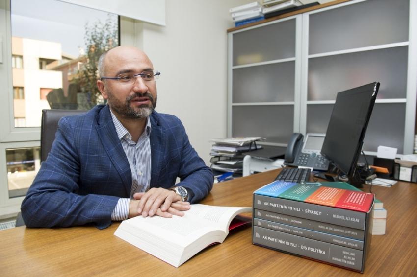 AK Parti'nin siyaseti tüm boyutlarıyla ele alınacak