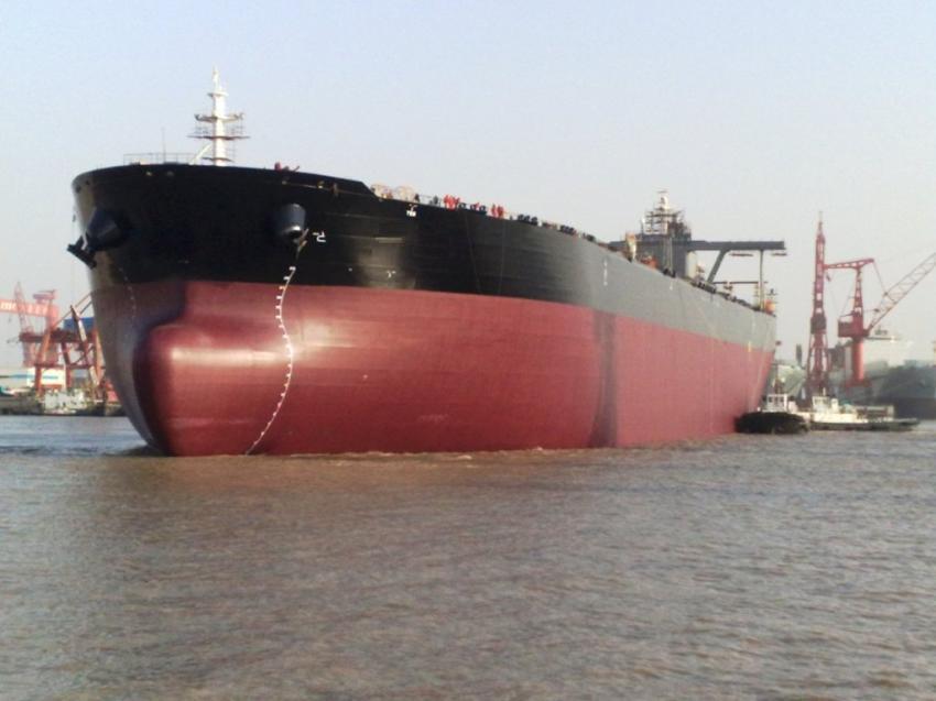 Petrol tankeri karaya oturdu!