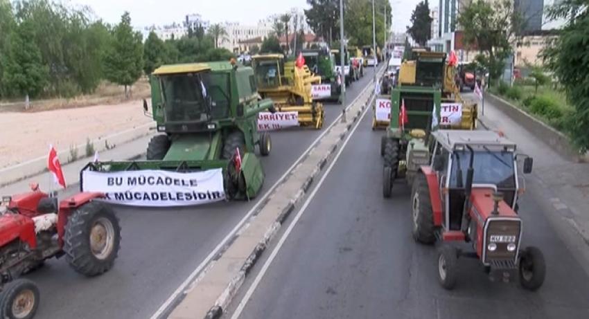 Çiftçilerden traktörlü, biçerdöverli eylem