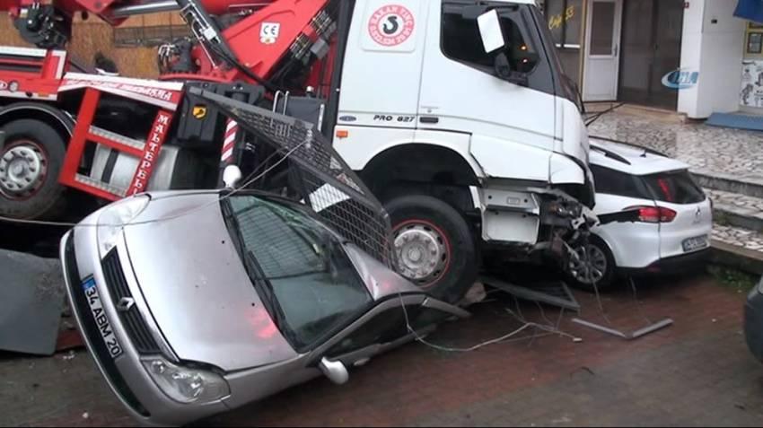 İstanbul'da kamyon dehşeti: 6 aracı ezdi