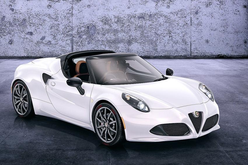 Üstü açık Alfa Romeo göz kamaştırdı
