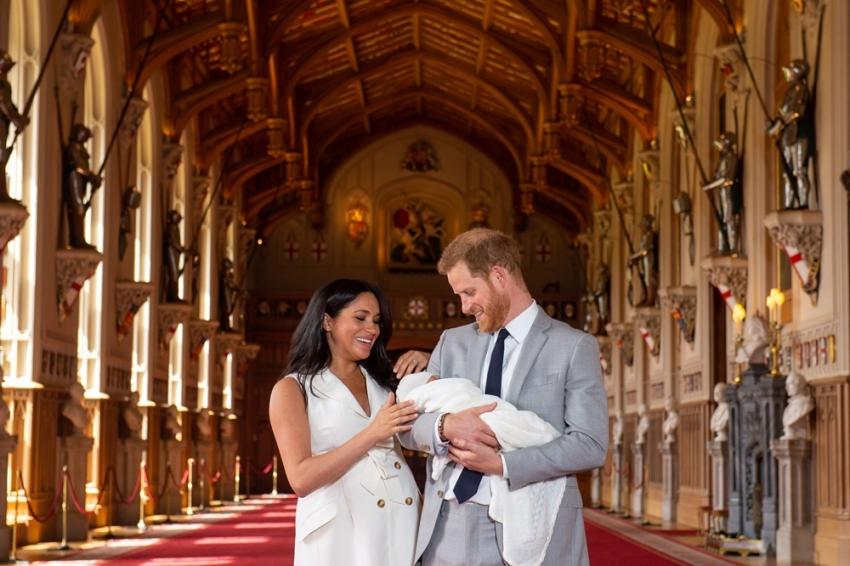 Harry ve Meghan'ın yeni bebekleri ilk kez kamera karşısında