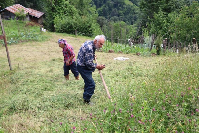 Bu köyün yaşlıları gençlere taş çıkartıyor