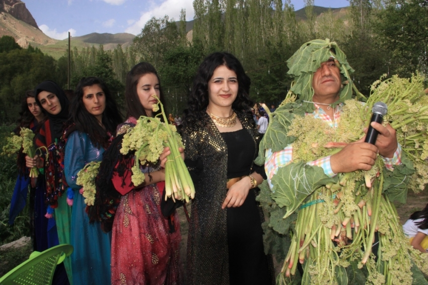 Düğün töreninde uçkun festivali