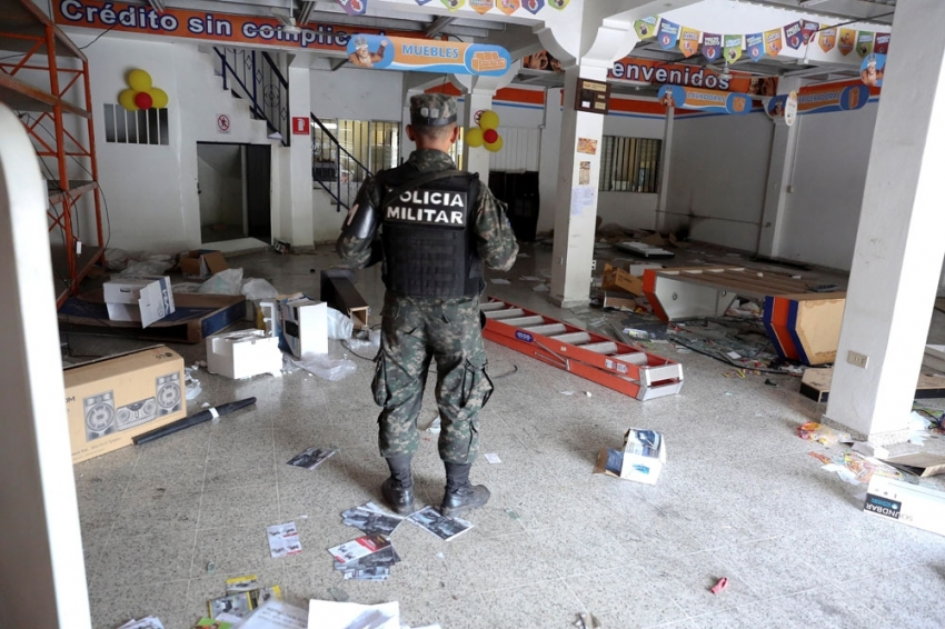Honduras'ta kaos büyüyor