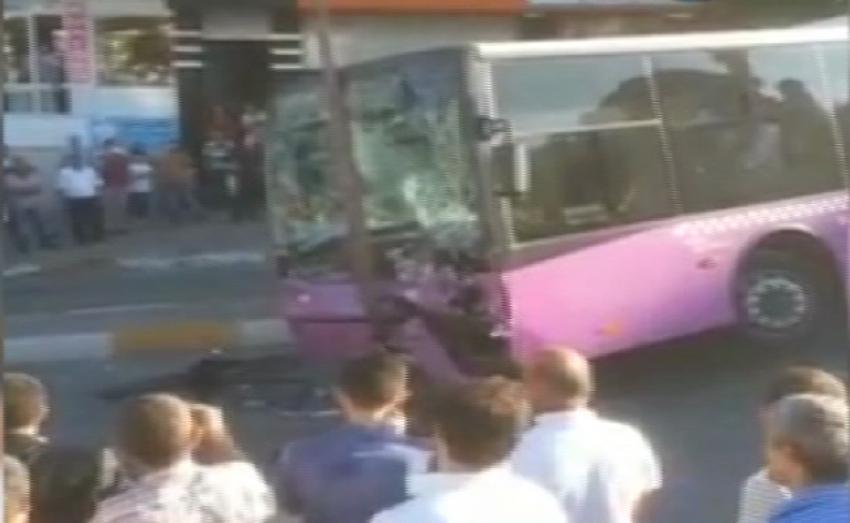 Özel halk otobüsleri kafa kafaya çarpıştı