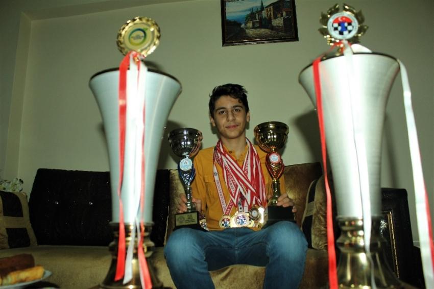 Daha 14 yaşında 45 madalya ve 18 kupa kazandı