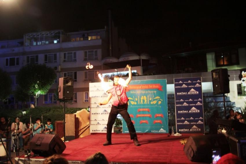 Bursa'da büyüleyen ateş dansı