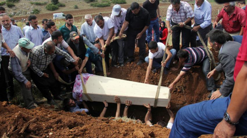 5 dakika arayla öldüler tabutla gömüldüler!
