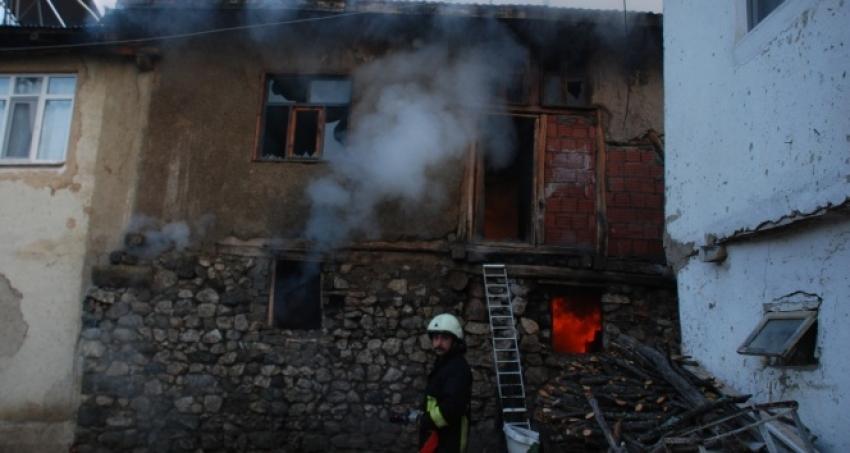 5 ev yangında hasar gördü