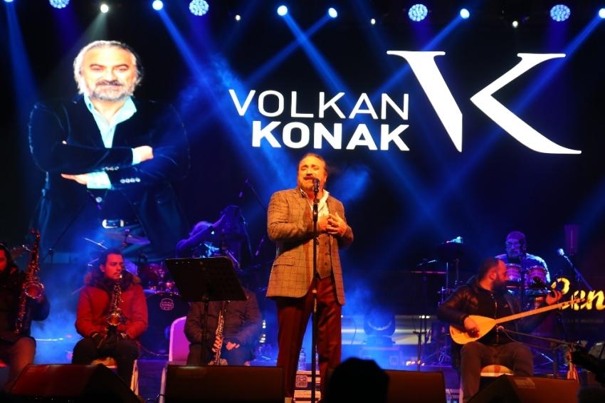 Hayranları Volkan Konak'ın şarkılarıyla ısındı