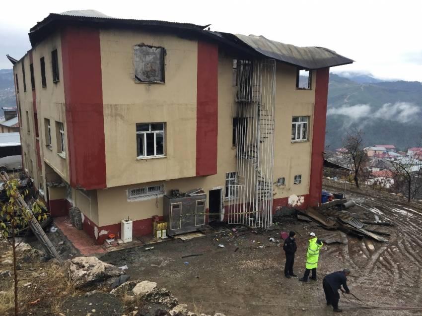 Yurt yangında hayatını kaybeden öğrencilerin aileleri şikayetçi