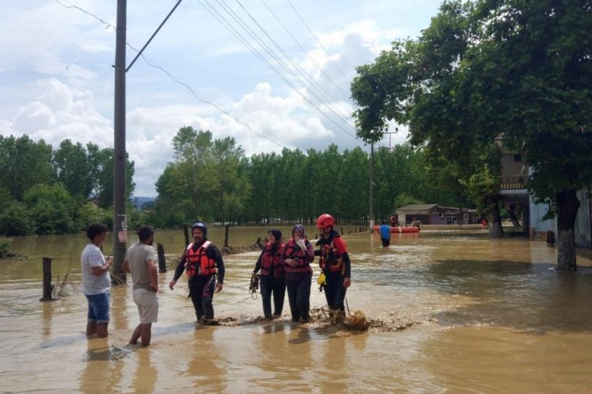 AFAD ekipleri selde 40 vatandaşı kurtardı
