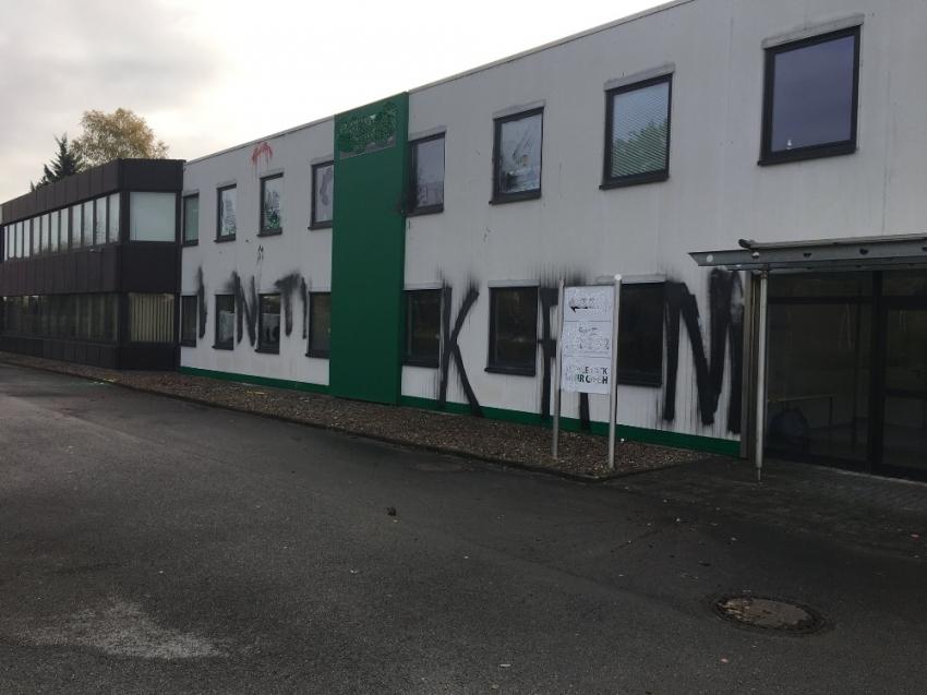 Almanya'da UETD bürosuna saldırı