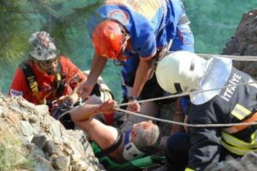 İngiliz turist 50 metreden uçtu