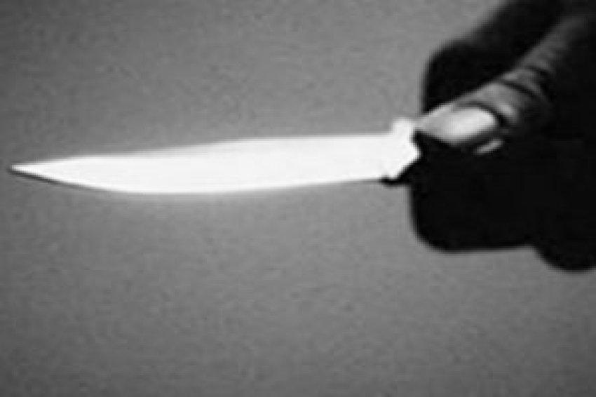 Bursa'da iki kişiyi ayırmak isterken bıçaklandı!