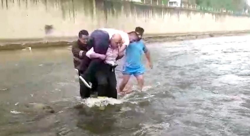 Balık tutarken dereye düşen şahsı itfaiye eri kurtardı
