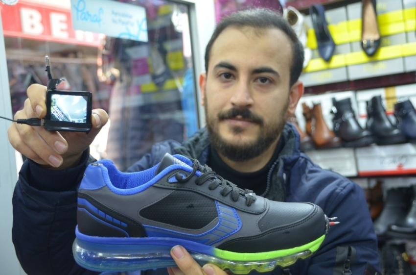 Asker ve polisler için elektroşoklu ayakkabı tasarladı