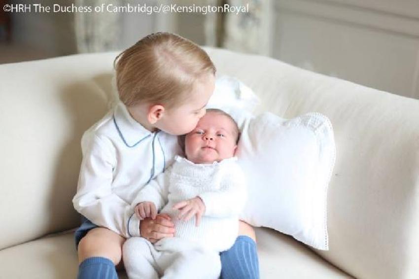 Prens George, prenses kardeşini dünyaya tanıttı
