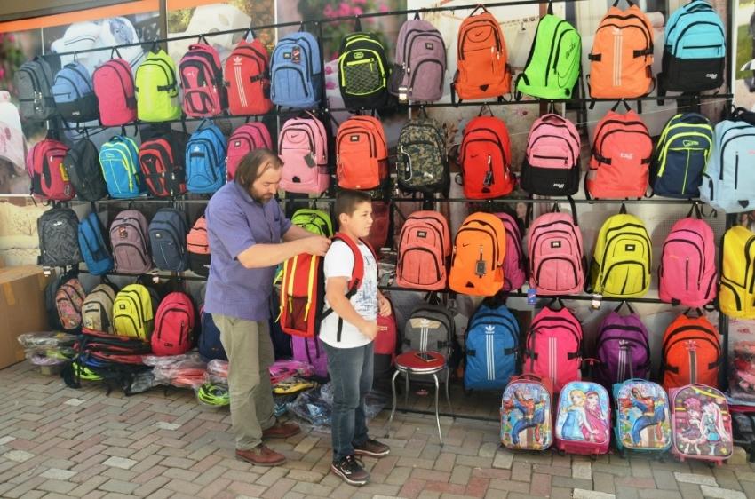 Ağır okul çantaları omurga sağlığını bozuyor