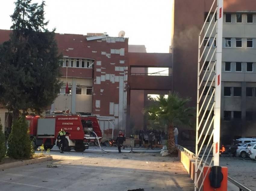 Adana Valiliği önünde patlama!
