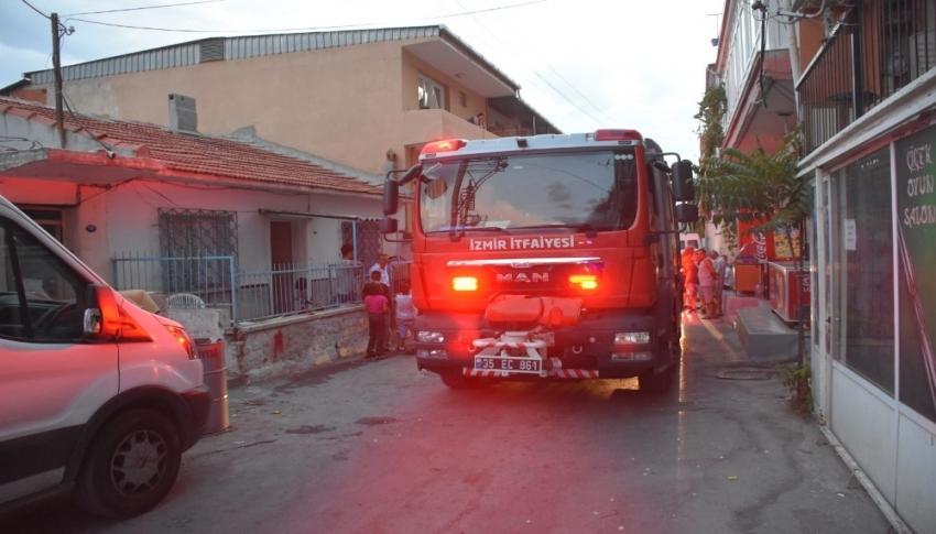 Otluk alanda başlayan yangın eve sıçradı