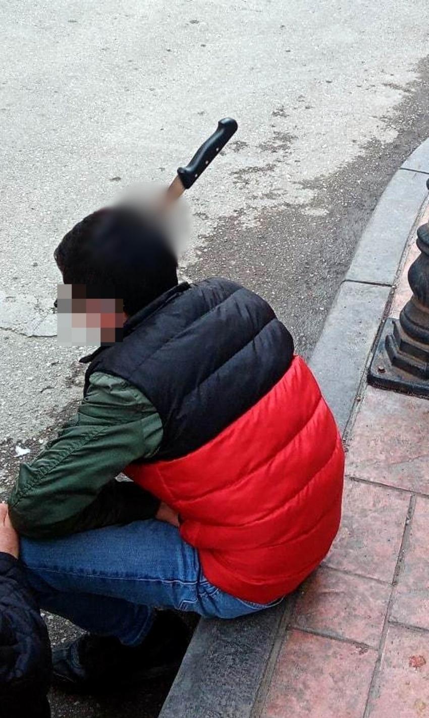 Kavgada kafasına bıçak saplanan 17 yaşındaki genç, uyuşturucuyla yakalandı