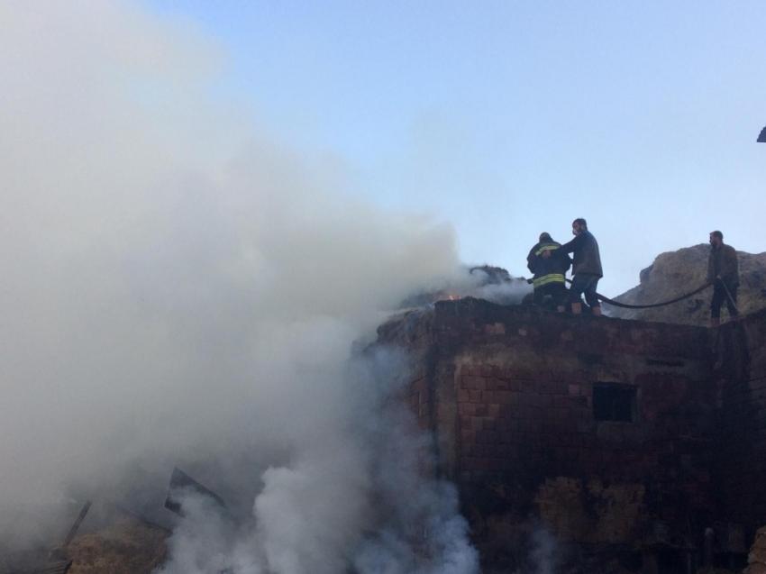 Bayburt'ta yangın: 7 ev, 2 ahır kullanılamaz hale geldi