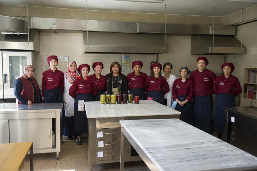 Külliye'nin mutfağı öğrencilere emanet